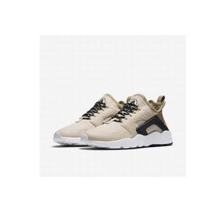 Nike Wmns Sz 10.5 Air Huarache Run Ultra SE